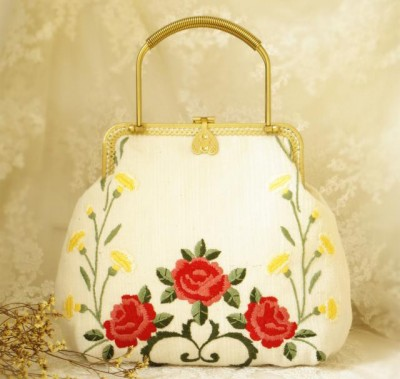 Handmade Embroidery Double Side Kiss-lock Clasp PartyWedding Handbag Vintage Clutch Bag Kiss-lock Metal Frame Gold PeonyTulip