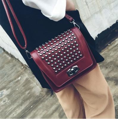 2019 Punk Rock Small Flap Bags Ladies Punk Rock Clutches Leather Crossbody Messenger Bags Vintage Women Bags