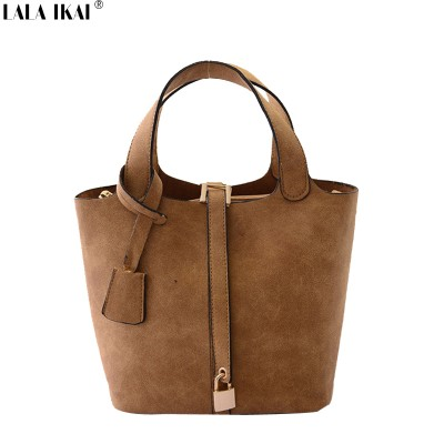 Famous Brand Women Fashion Bag 2019 Small Woman Retro Bag Tote Handbag Leather Shoulder Bag Small Lock Bucket Bag BWC0585