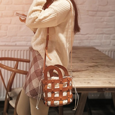 2020 Hot Sale Original Handmade Retro Niche Leather Crossbody Bucket Bag