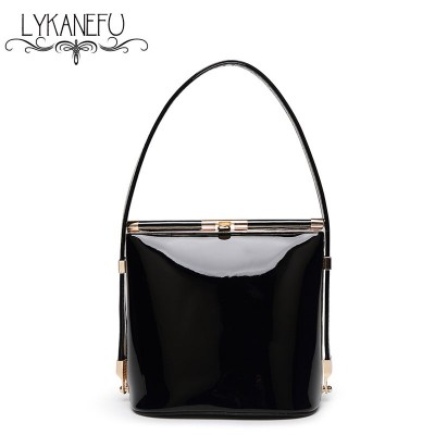 2019 Summer Womens Patent Leather Shoulder Bags Casual Small Shell Handbag New Fashion Women Tote Bag Party Purses Clutch